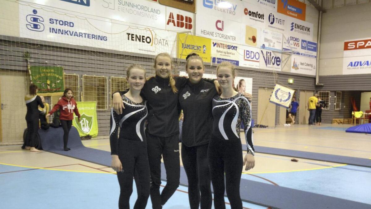 Carina Stautland, Leah Skjærvold, trenar for jentene Nina Aalvik og Beate Sørvik Torkelsen.