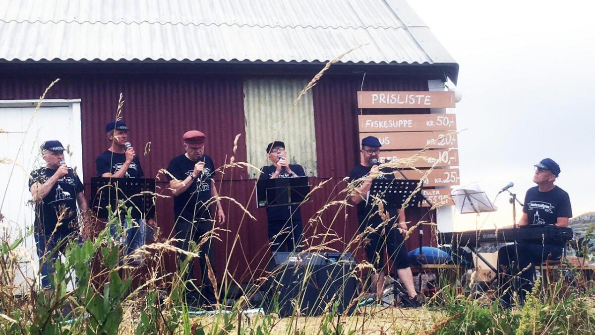 Homborssundfyrene, som består av Per Paulsen, Glenn Langeland, Stein Reisvoll, Torleiv Næs Ugland, Bjørn Kristian Pedersen og  Lars Moen,  var på plass på nettopp Homborsund fyr lørdag.