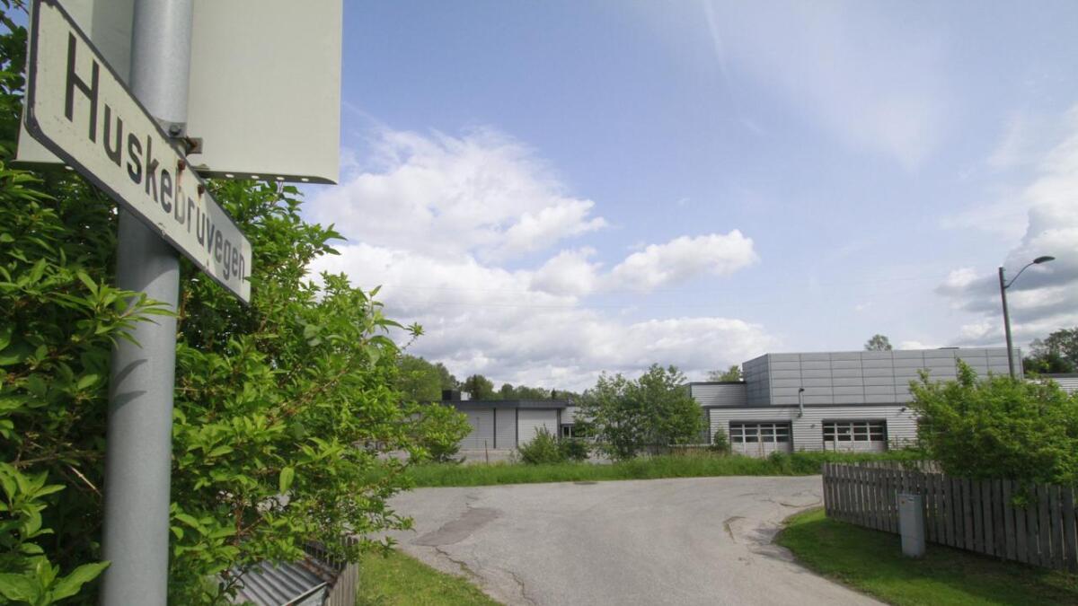 I dag er Huskebruvegen på Gråtenmoen en stille gate. – Det er med stor bekymring vi registrerer at Huskebruvegen inngår som del av planområdet, skriver Magne Reiersen og Jarle Halvorsen. Det er redd for snikkjøring gjennom boligfeltet fra Kjørbekk.