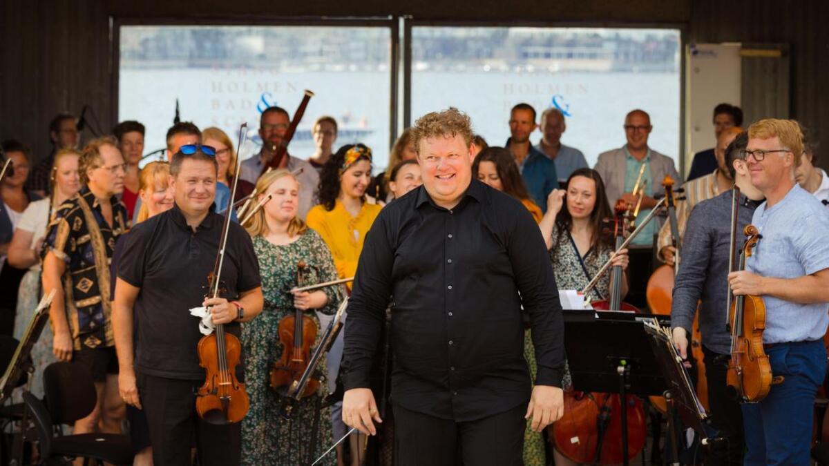Stangholmen LIVE - Den store utendørskonserten til Risør kammermusikkfest. Kristiansand Symfoniorkester ble dirigert av Rune Bergmann.