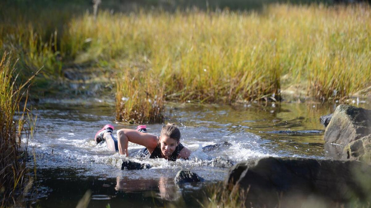 Anette Stinessen fra Nedenes lot seg ikke stoppe av litt vann under Hove Max.