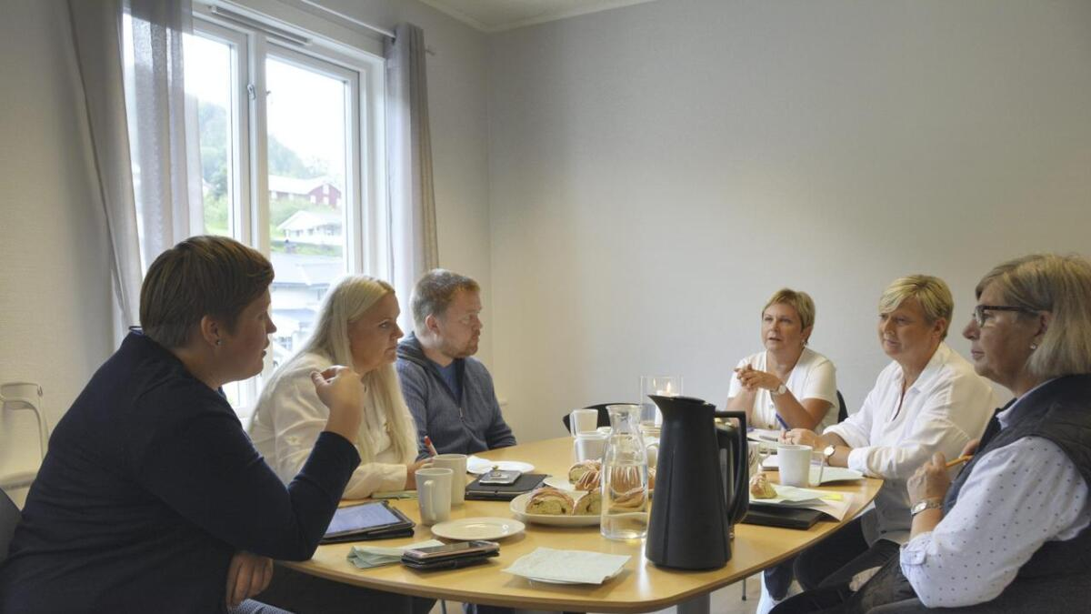 Beate Marie Dahl Eide (Sp) (f.v.), Åslaug Sem-Jacobsen (Sp), Bjørn Nordskog (Sp), teamleiar Jorunn Solberg, barnevernsleiar Gunn Annie Hellestad og prosjektleiar Synnøve Bratland.