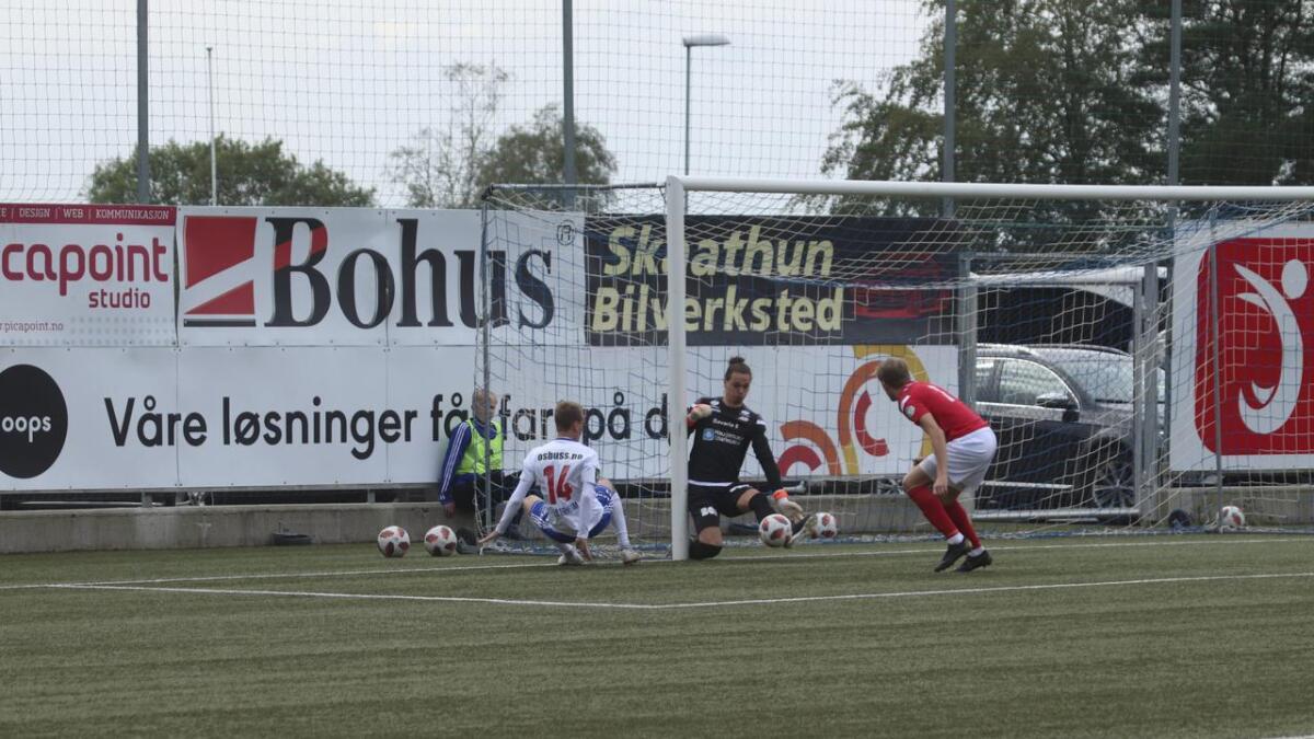 Joachim Westrheim hadde to gode sjanser i førsteomgang. Dette var den største av dei, men keeper fekk ein fot på ballen.