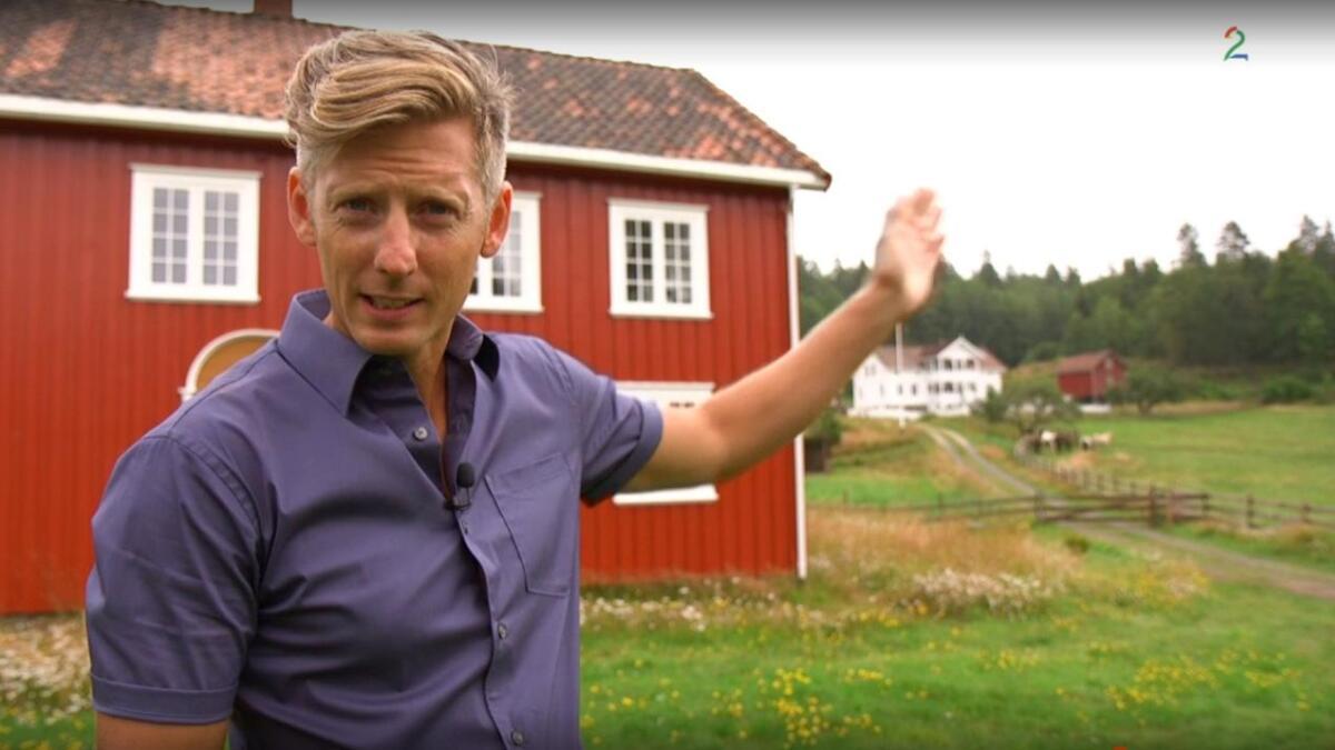 Programleder Gaute Grøtta Grav på Lundereid i Kragerø like før realitydeltakerne inntok gården.