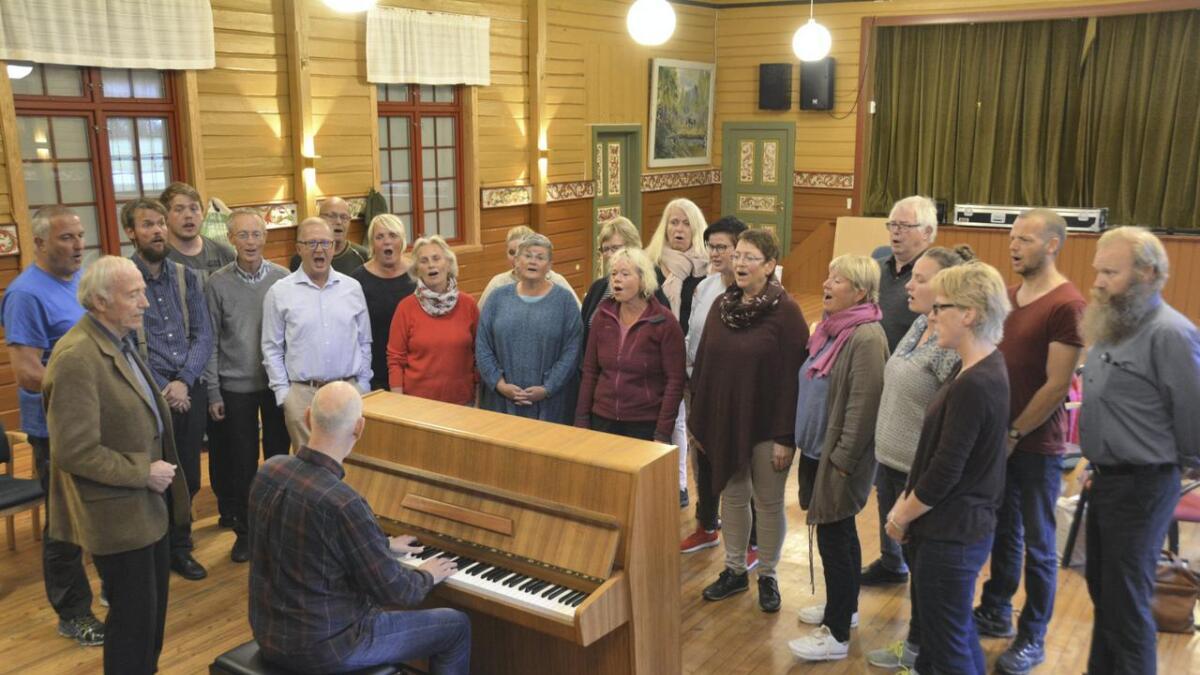 Seljord songlag er 30 år og vil halde tre konsertar der dei framfører verket «Slektenes lovsong», skrive av Olav Mosdøl og komponert av Oddbjørn Aase.