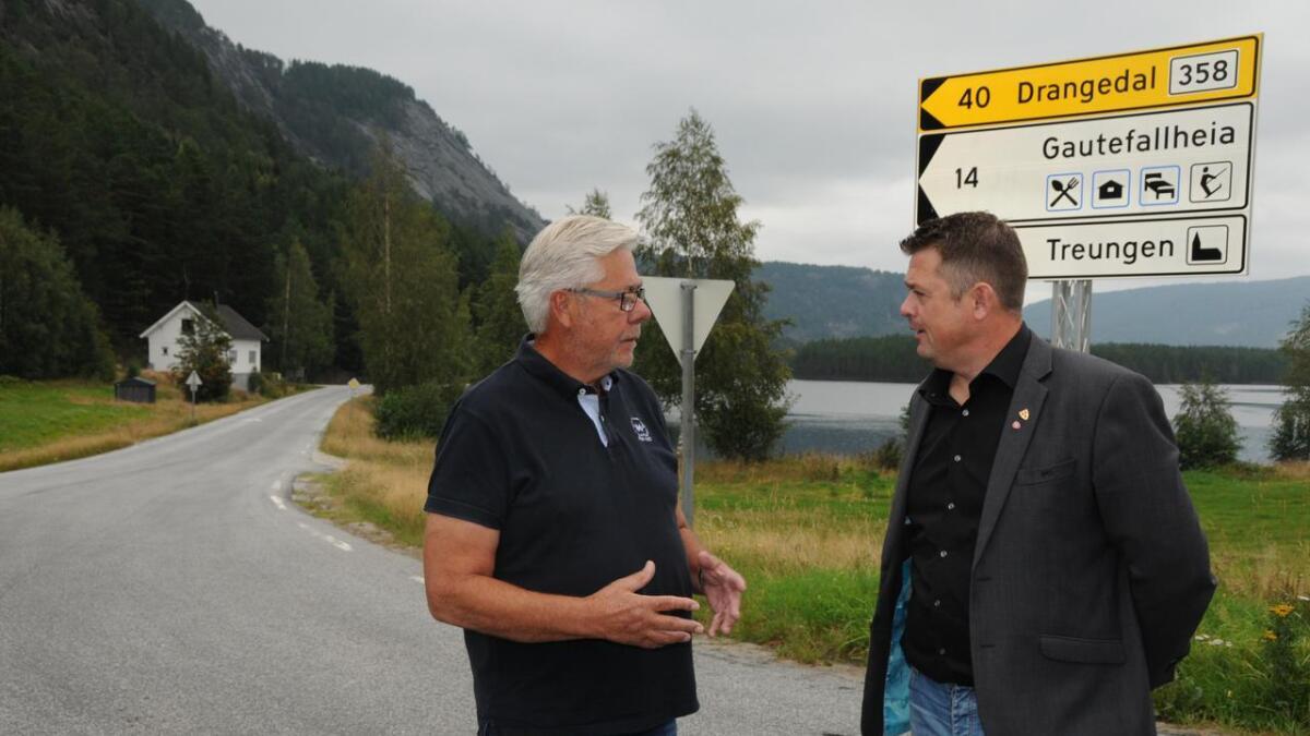Fylkespolitikar Sigvald Oppebøen Hansen (t.v.) og Nissedal-ordførar Halvor Homme har vore klare på kva dei meiner om at busstilbodet Treungen-Skien forsvann i vekene.