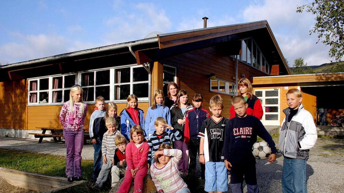 Etter nedlegginga for ti år sidan har det ikkje vore drive skule i Bergsdalen. Biletet er frå 2004, då skulen også var nedleggingstrua.  Arkiv