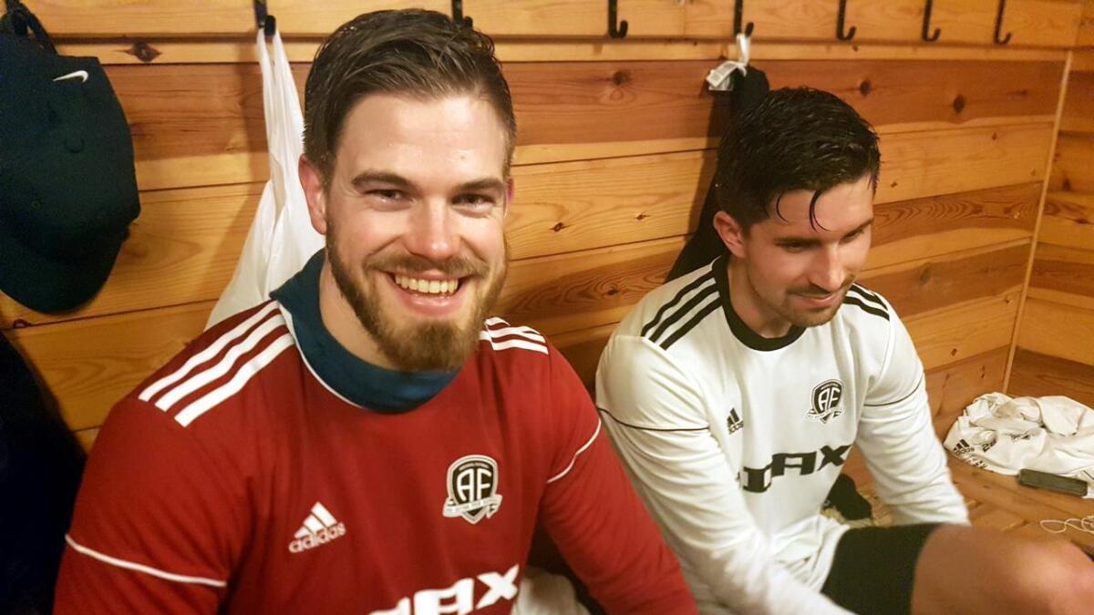 Eks-keeper Jostein Aaland gjør det godt som spiss i Express 2. Her fra tiden i Arendal Fotball, hvor han i opprykksesongen til 1. divisjon ble kåret til årets spiller i klubben.