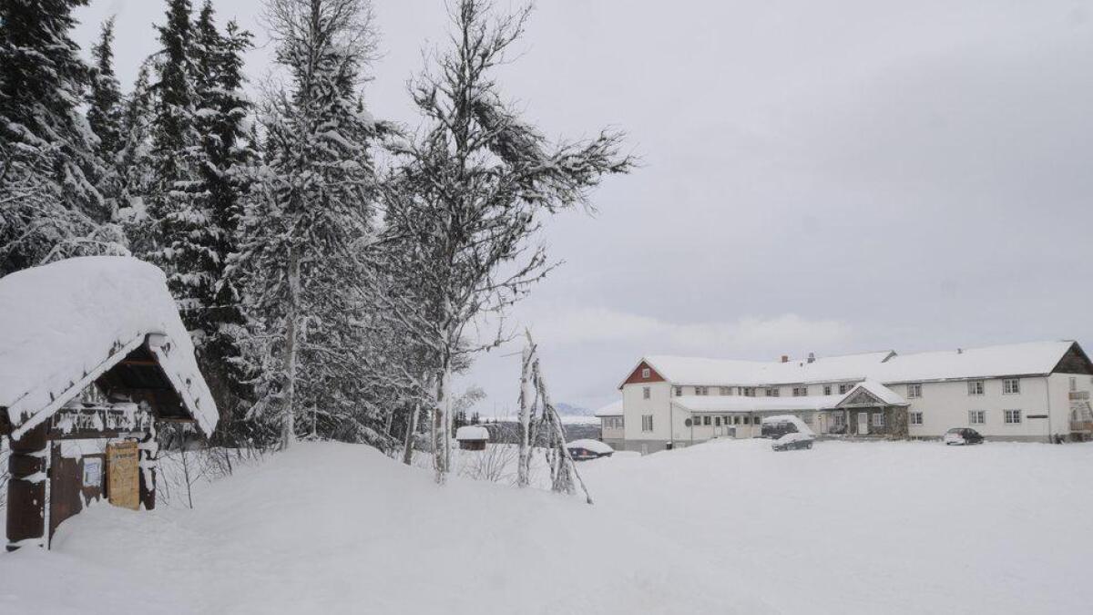 Dei nye eigarane av Liatoppen Fjellstove vil halde fram samarbeidet med skisenteret etter at hotellet er rusta opp. Biletet er tatt ved oppkøyringa til skistadion.