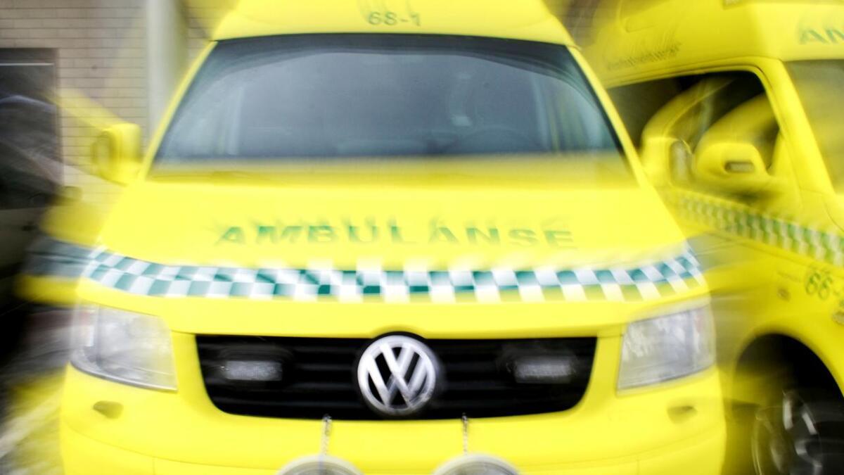 Lederen i Vesterålen regionråd ber om et større møte for å drøfte ambulansesituasjonen i Nordland.