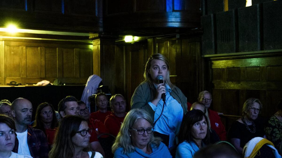 Ida Sofie Kikut Johansen grep mikrofonen under ordførerduellen  i Parkbiografen onsdag.
