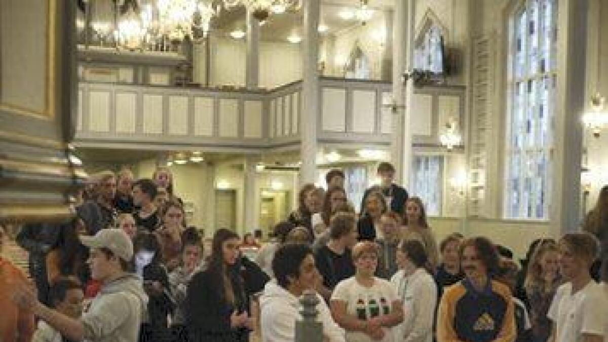 Om lag 100 ungdomar var samla til konkurransar og sosialt samvær i Bremnes kyrkje tysdag kveld