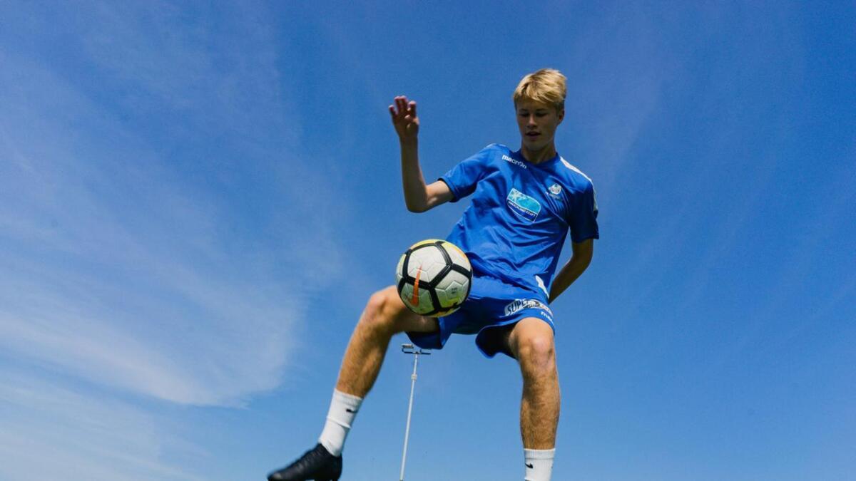 Jonas Skjerven Valland frå Stord er eitt av landets største midtstoppartalent, og no har han signert proffkontrakt med FK Haugesund.