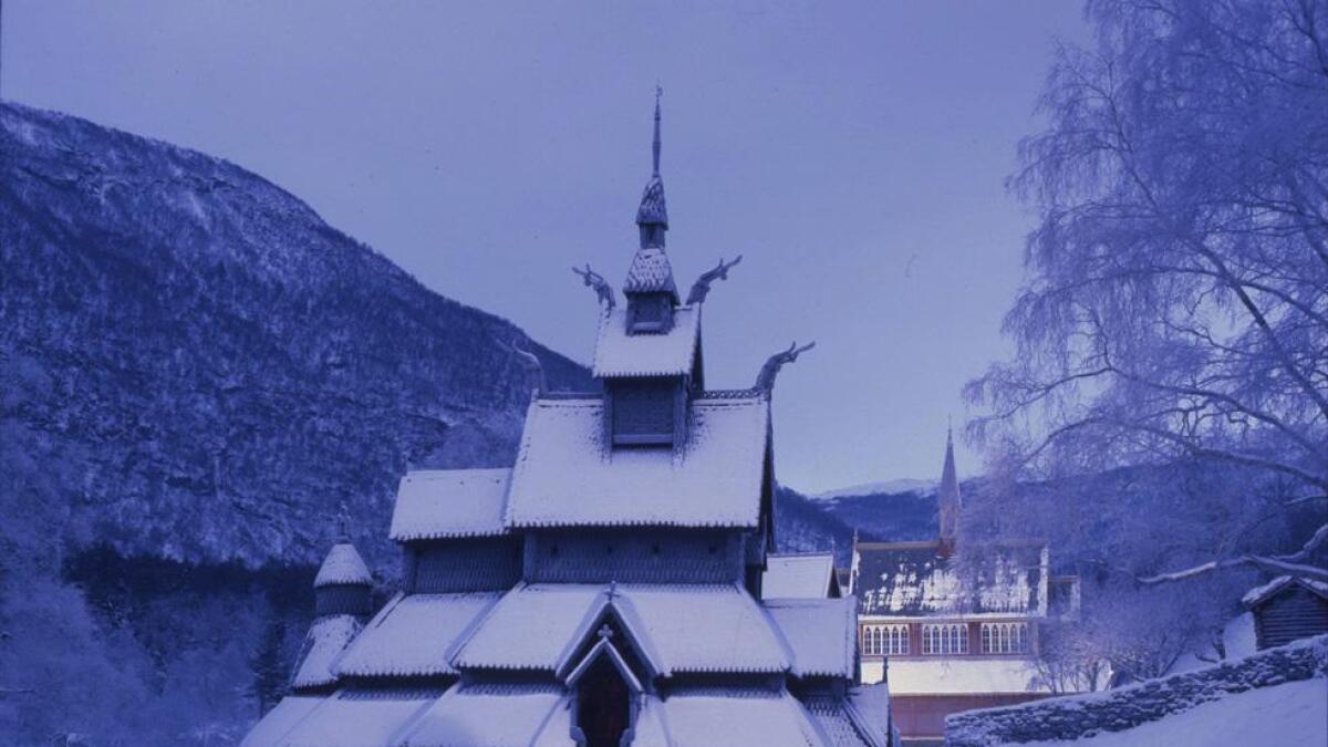 tavkirken i Lærdal er den eneste med et skikkelig besøkssenter, utenom de tre stavkirkene som er flyttet til museer.