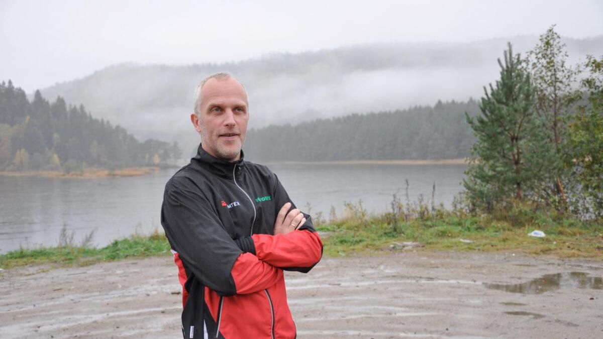 Geir Wehus (Ap) føler mye er uavklart omkring den nye strandstien i Nesane. Derfor ønsker han svar på en rekke spørsmål.