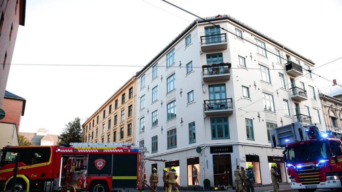 Det brøt ut  brann i en bygård i Kirkeveienn søndag morgen.  Ca. 40 personer ble evakuert.  Nødetatenen på stedet.