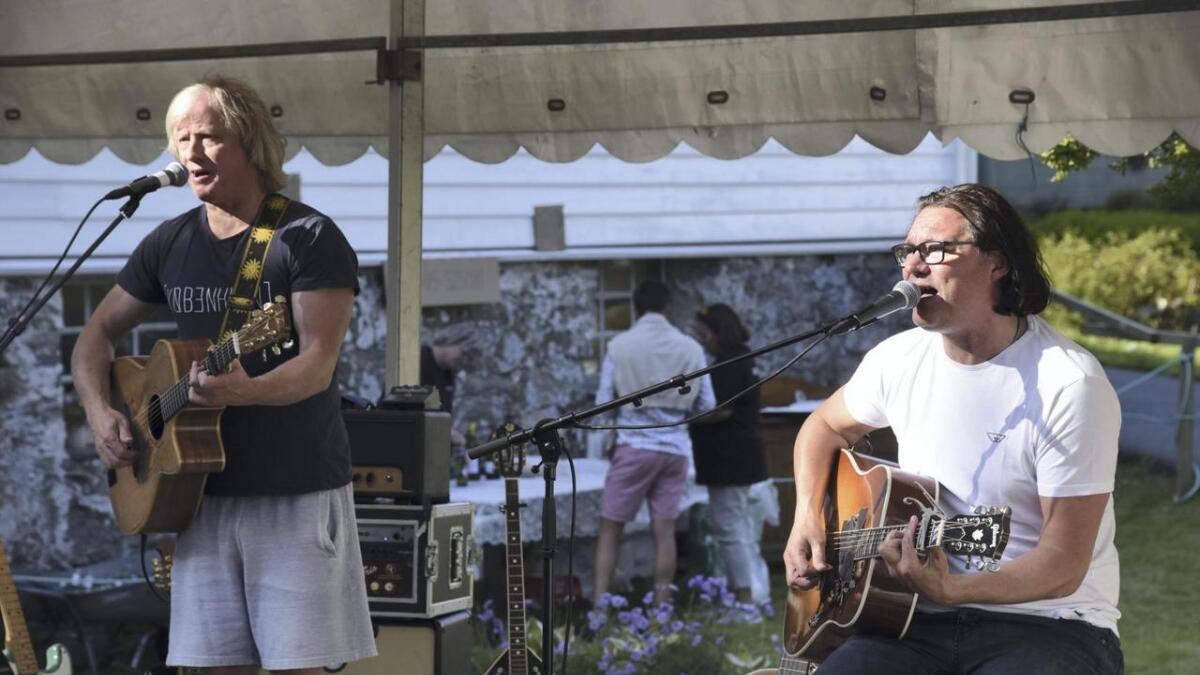 Det er 13 år sidan Torbjørn Økland og Vidar Johnsen var med i Vamp og heldt konsert i Espevær. Dei to heldt ein flott sommarkonsert ved Gamleposten