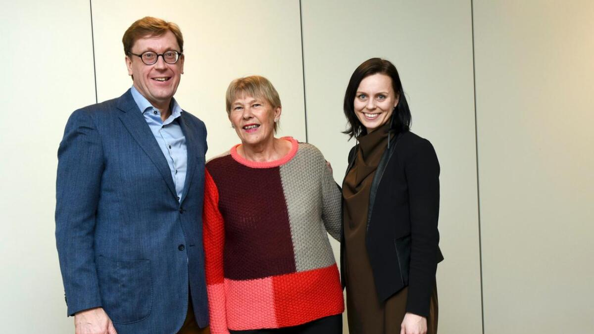 Sjef for Husbanken Osmund Kaldheim, Inger Turid Tonstad og statssekretær Aase Marte Horrigmo.