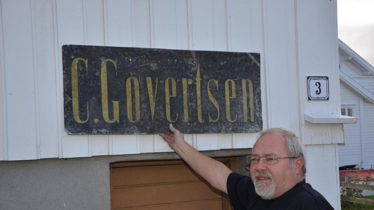 Butikken, som ble drevet av to søstre, lå i huset til Torodd Hansen. Han var i familie med de to damene.