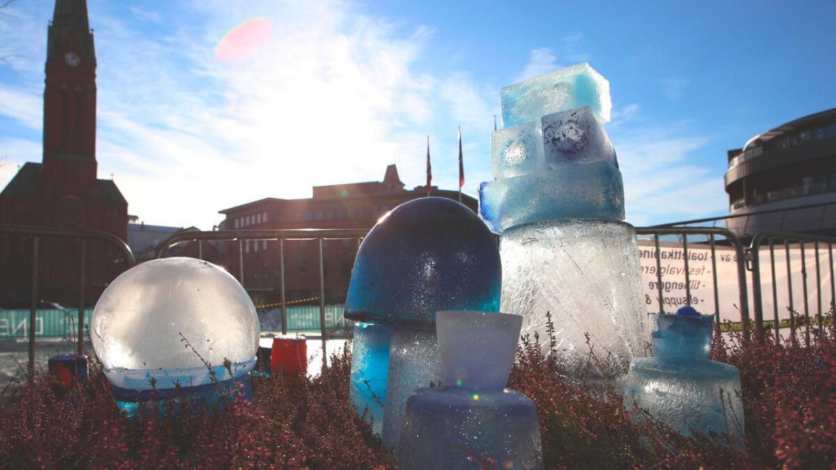 Iskunst på Sam Eydes Plass.