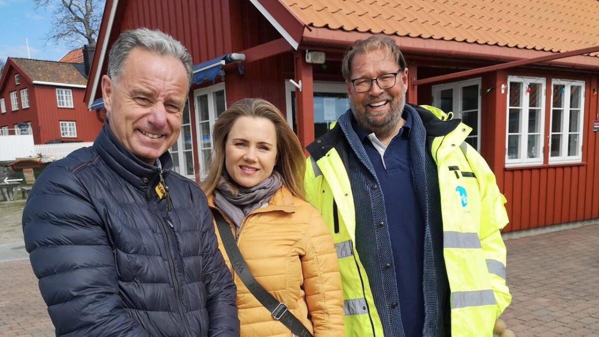 Havnesjef Rune Hvass, Morgenfugl Trine Omnholt og Preben Asbjørnsen fra Arendal havn tror de sammen kan skape en restaurantsuksess i Arendal gjestehavn.