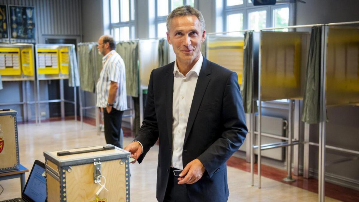 Statsminister Jens Stoltenberg ble truet av 39-åringen fra Porsgrunn under valgkampen. Her stemmer Stoltenberg 9. september.
