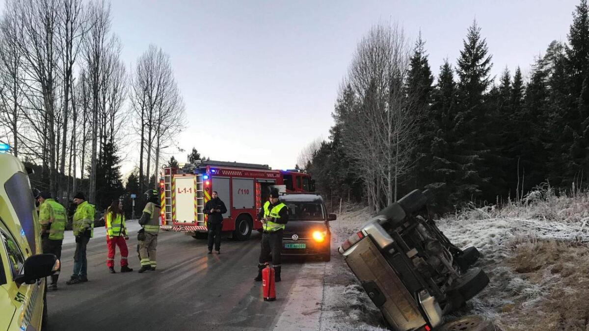 To bilar var involvert i ei ulykke på Rv7 i Hol fredag morgon. Den eine bilen fekk sleng og hamna på taket.