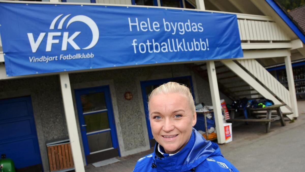 Siv Anita Gundersen Breilid har mye erfaring å dele med jentene på laget sitt. Målet er opprykk til 2. divisjon litt frem i tid.