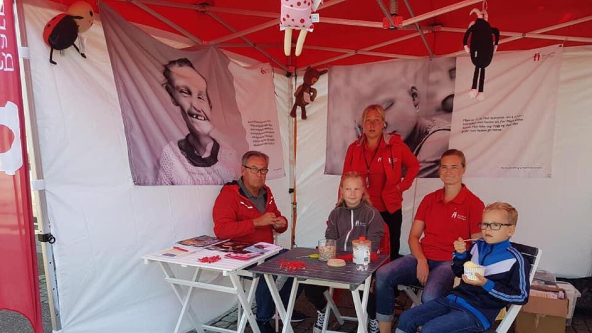 Barnekreftforeningen Agder på stand under Arendalsuka.