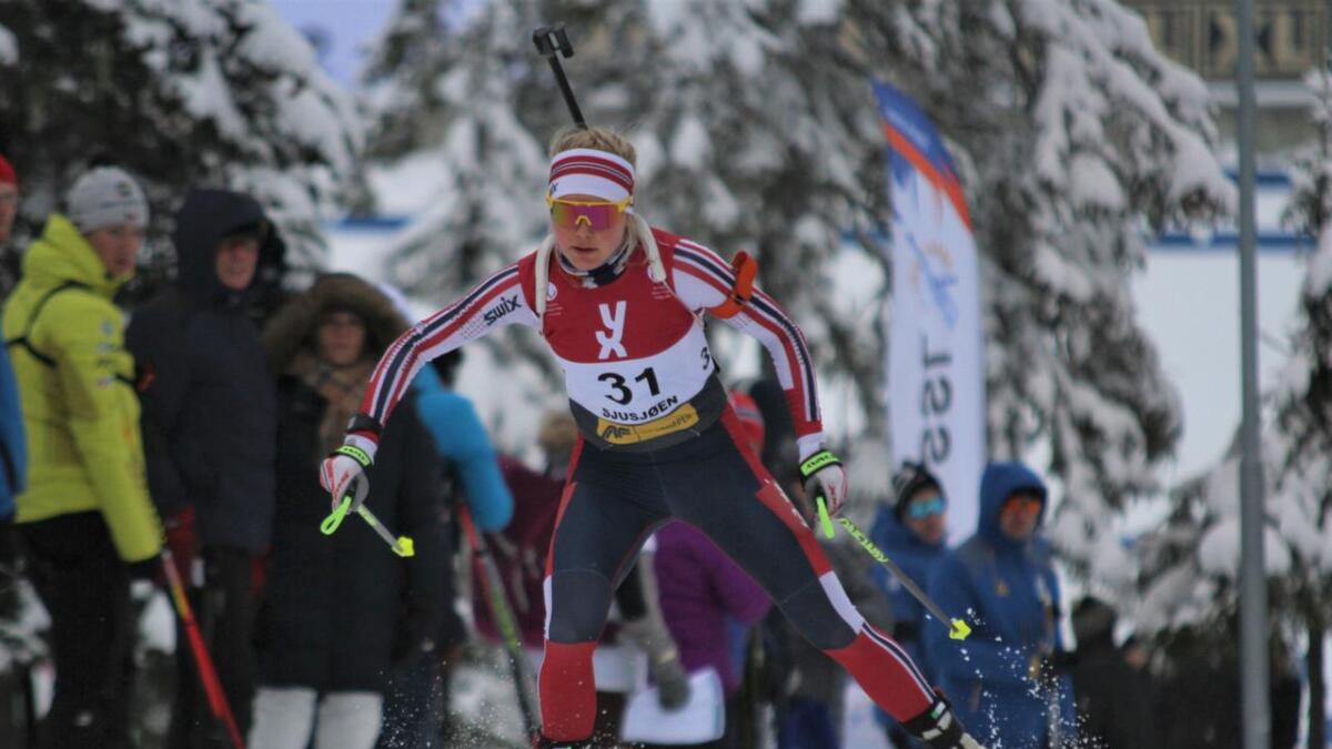 Hilde Fenne imponerte i dei to internasjonale opningsrenna i skiskyting på Sjusjøen i helga.