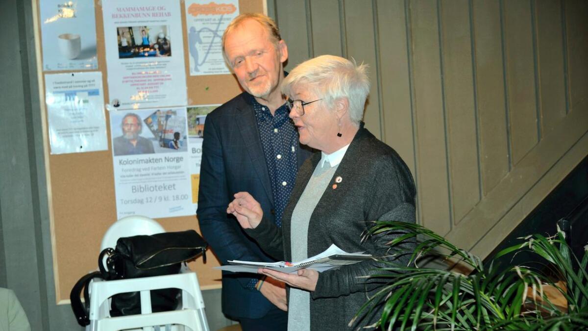 May Britt Lunde og Vidar Holmsen Engh fastslår at det nå er flertall for bygge ny skole i Tvedestrand.