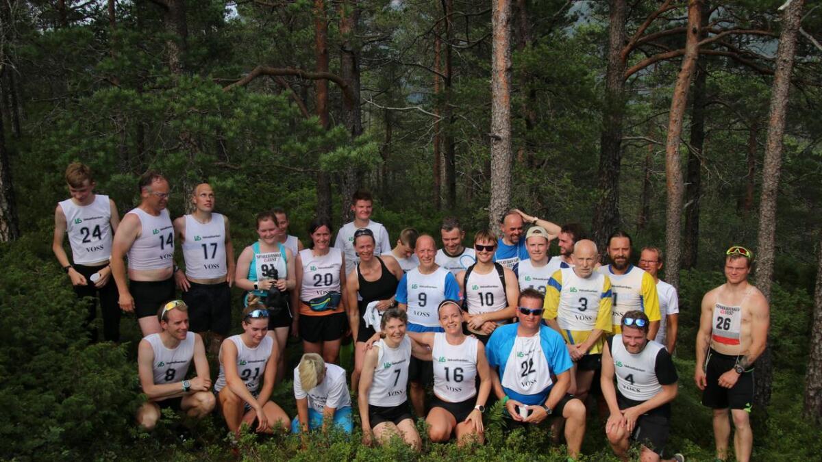 Deltakarane i konkurranseklassane samla etter innkomsten på Middagshaugen.