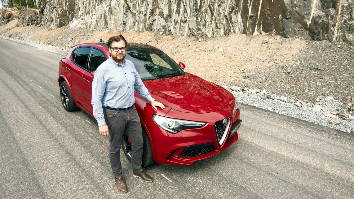 Rune Jacobsen hos RSA Bil i Arendal kan fortelle at det kun tar 3,8 sekunder å få denne SUVen fra 0 til 100 km/t.