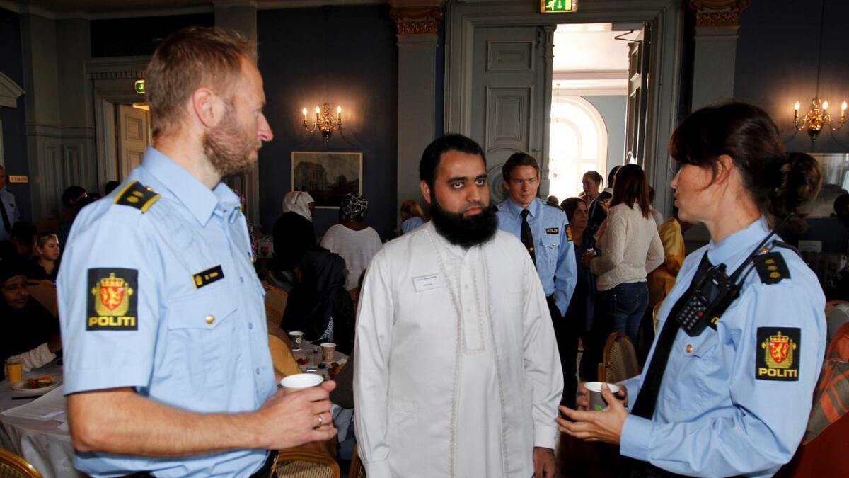 Imam Imran Anwar Malik satte stor pris på lørdagens konferanse der politiets Bård Kiste og Line                 Nerdrum var blant de mange deltakerne.ALLE