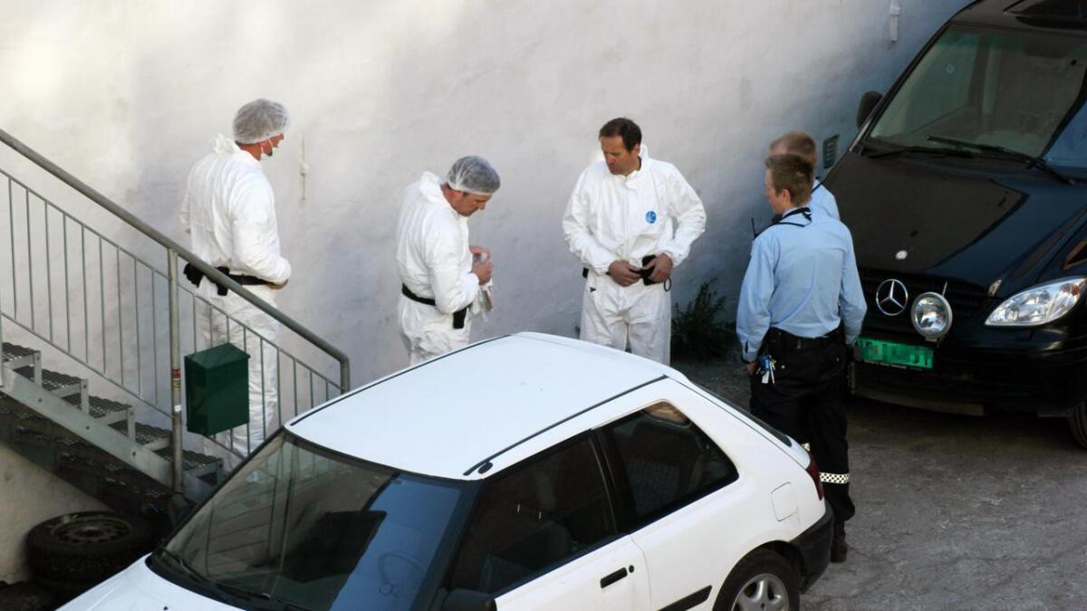 Krimteknikerne var tilbake i huset tirsdag morgen for å gjennomføre nye undersøkelser.