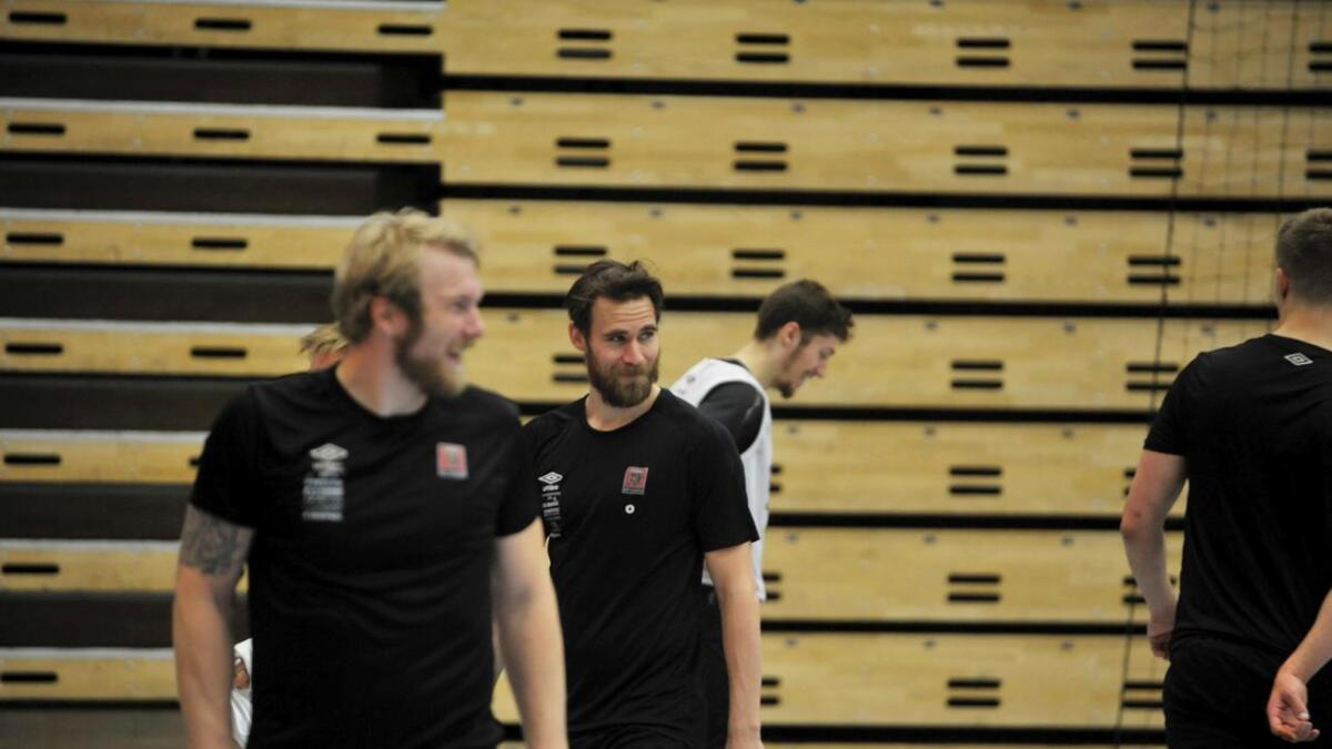 Etter det tunge tapet for Elverum søndag var det igjen smil å skimte på ØIFs trening tirsdag. André Lindboe og ØIF er ute etter revansje.