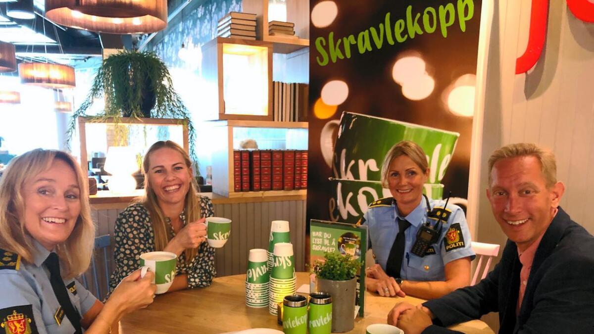 Både politikere og politiet var innom Venke Knutson for en prat.