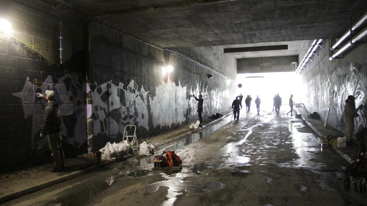 Mange var på plass i Kverndalen på lørdag, da det var mulighet for graffiti på veggene.