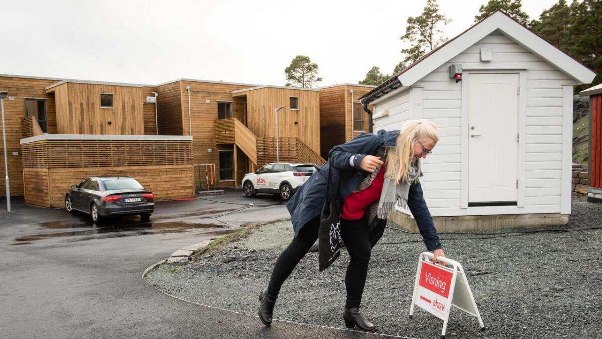 Eigedomsmeklar Elisabeth Nonås Fylkesnes har ofte visningar på Stord, men fortel at fleire etter kvart ser ut til å vera nøgde med dei digitale bustadannonsane, enn å fysisk sjå bustaden sjølv.