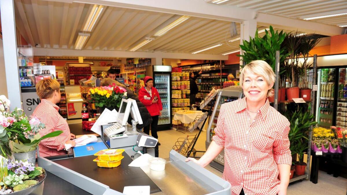 Marion Glamsland Berntsen i Lillesand Mathandel AS kan glede seg over fortsatt fremgang for Matkroken i sentrum. Butikken er blitt pusset opp og ommøblert siden dette bildet ble tatt.