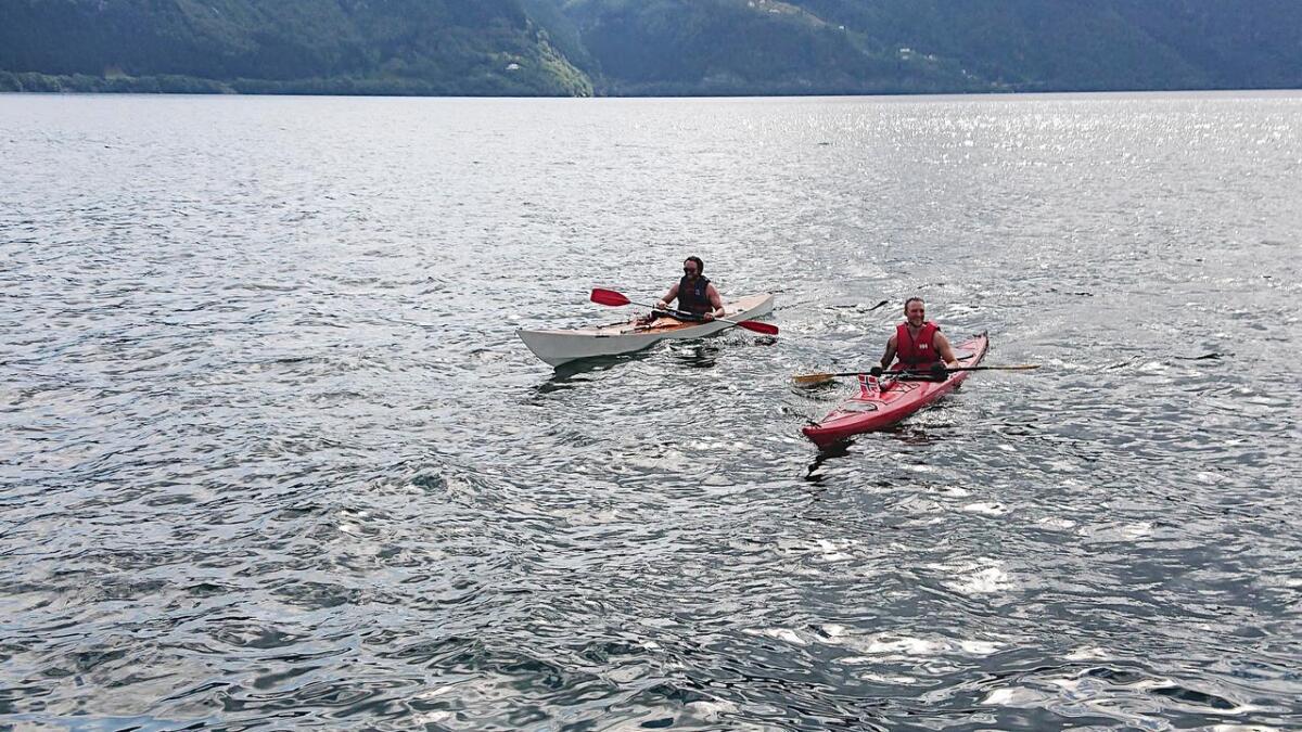 På dag 19 av turen byrja dei med padledelen. Dei starta i Årdalsvatnet, og vidare til Sognefjorden.