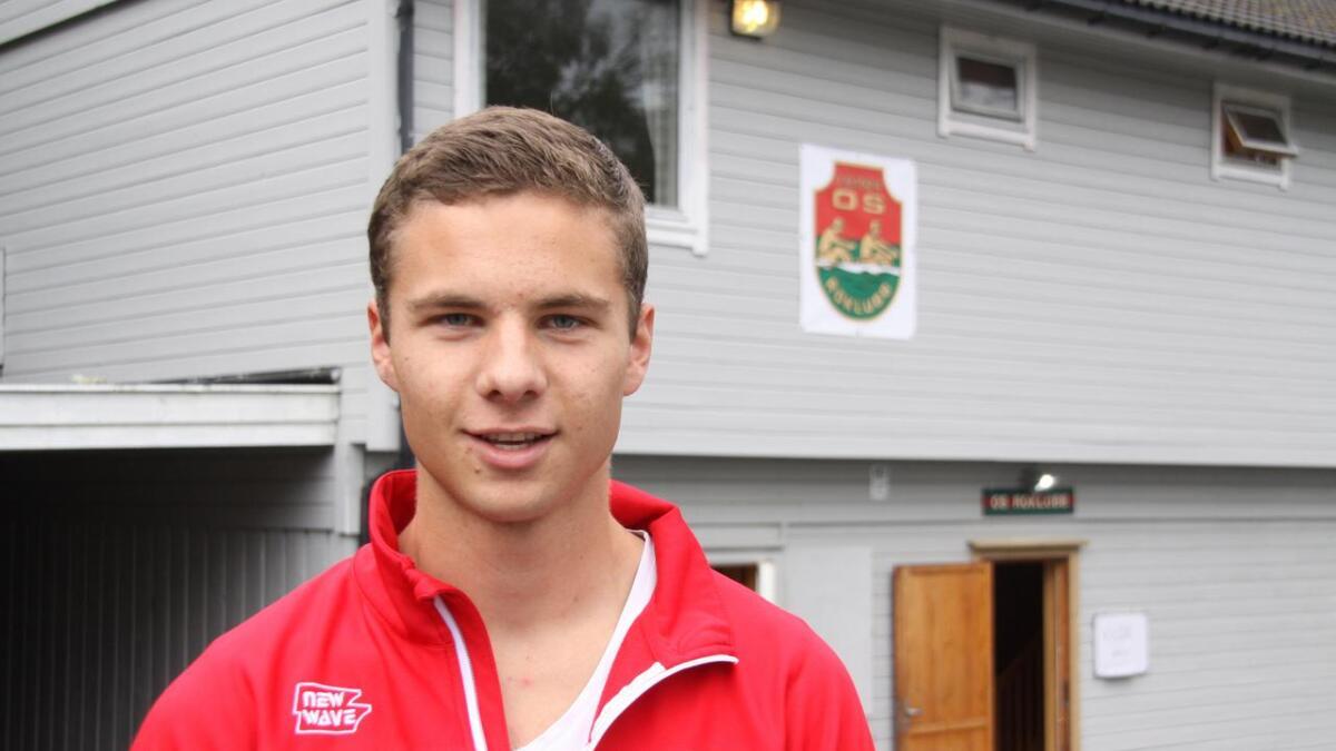 Arne Hadler-Olsen (19) reiser snart til USA for å gå på skule i eitt år. Han rodde inn til to sigrar i Ulvenregattaen i helga.