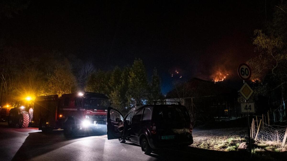 Rundt 160 boenheter er foreløpig evakuert som følge av brannen i Sokndal.