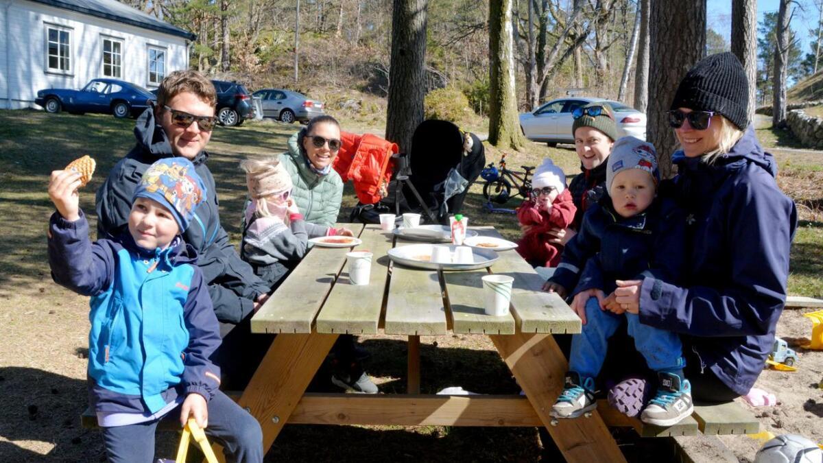 Denne gjengen storkoste seg på Postmannslaget. Nærmest ser vi familien Igland Forsetlund med Felix, Tom Andre, Linn og Robin. Lengst vekk ser vi Stine Håtuft, Severin Baugstø Hanssen og barna Sofie og Hedda.