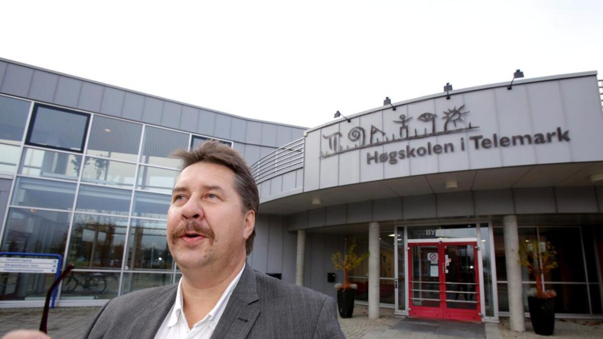 Runar Gundersen ved Høgskolen i Telemark har vært lærer både for gutta bak Zwipe-suksessen og et 20-talls andre              studentbedrifter i Telemark. I går kveld mottok han prisen som Årets Entreprenørskapslærer. 8
