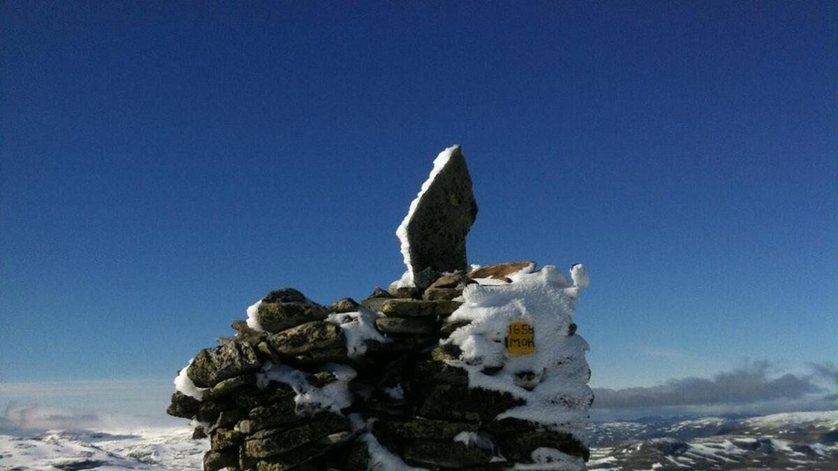 På Vassdalseggi på fylkesgrensa mellom Telemark og Rogalnd er det snø.