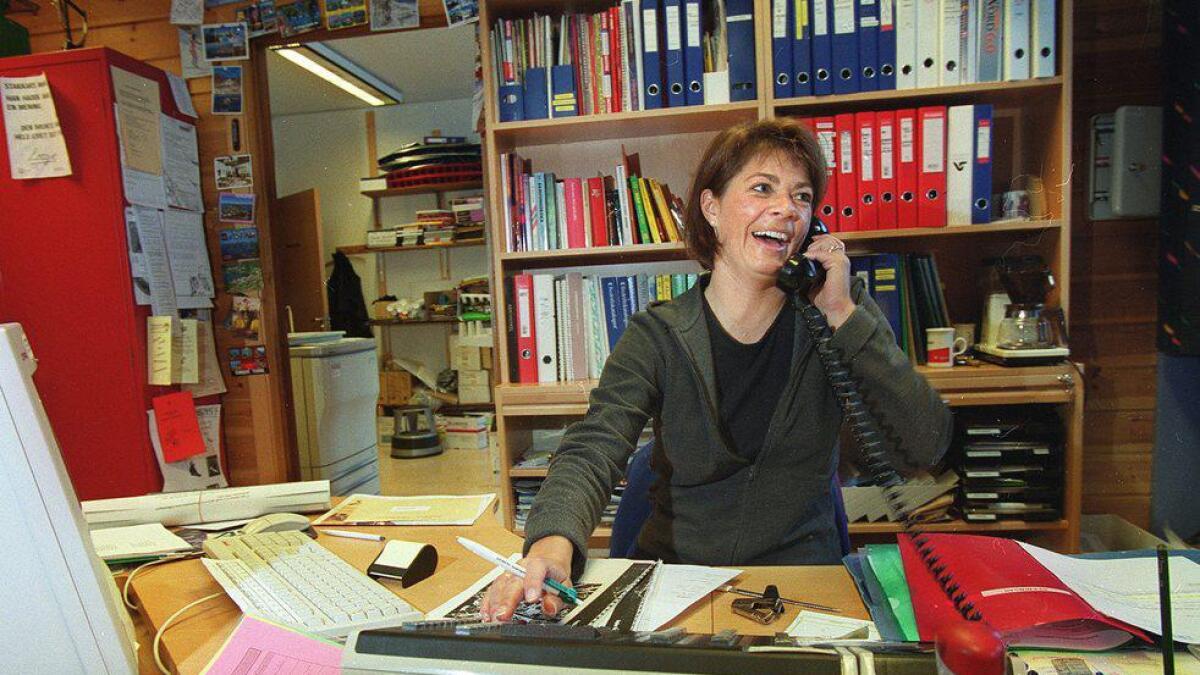 Marianne Fekene ved sentralbordet i Hemsedal i desember 1999.