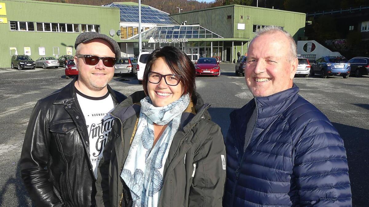 Det er 20 år sidan Vaksdal Underhaldningslag laga sitt første Vintertreff. I februar skal dette markerast. Frå venstre kapellmeister Erlend Styve, Pia Njaastad Mæland og Odd Berge.