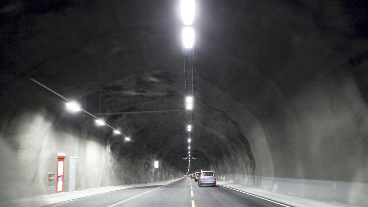 Tunnelen vert opna igjen om omlag 20 minutt.