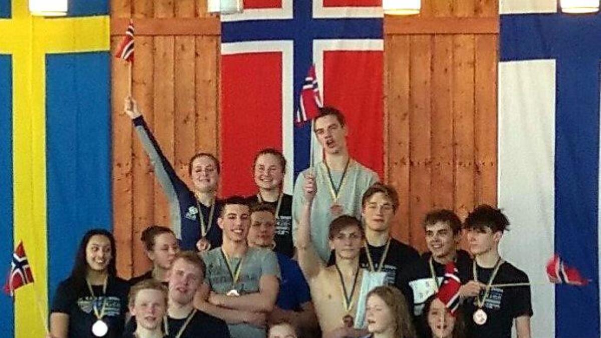Det norske svømmelaget som tok bronse i Barents Games.